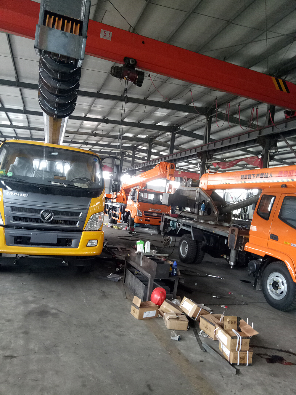 truck crane workshop