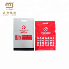 Pochette en plastique imprimée de logo faite sur commande de courrier postal biodégradable d'autocollant avec la poignée