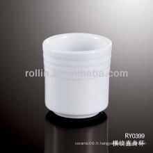 Utilisé dans une tasse à thé de restaurant, une tasse à thé en porcelaine