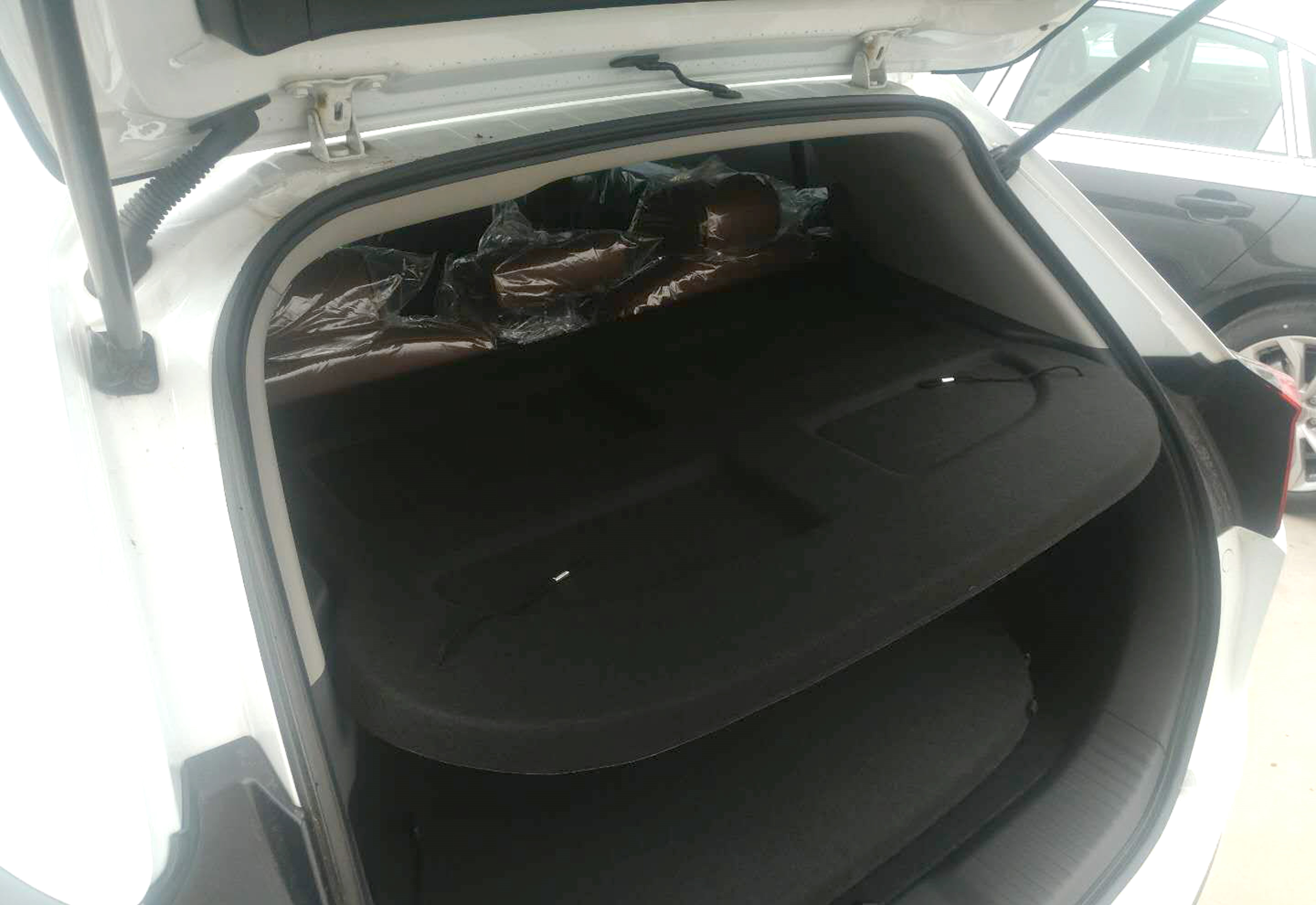 Non Retractable Tonneau Cargo Trunk Cover