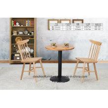 Table en bois massif et chaise paon pour salle à manger