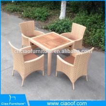 Mesa de jantar de móveis de vime de design novo bege e cadeiras para projeto