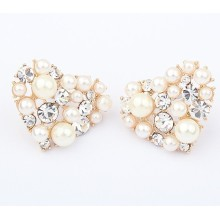 European and American lady temperament Pearl hearts crystal metal stud earrings gold plated wholesale boutique earrings