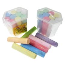 niños acera kumbo tiza de colores brillantes