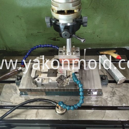 Plastic injection mold auto accessory