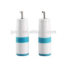 botella de aceite y vinagre de cerámica con banda de silicona y base