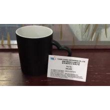 Pigmento de polvo termocrómico SDS utilizado en una cuchara de plástico y una taza de pigmento sensible al calor