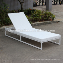 Nouveau cadre en aluminium réglable et chaise longue en rotin blanc avec coussin