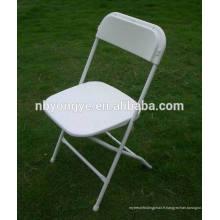 Châssis en métal renforcé chaise pliante en plastique poli en couleur blanche