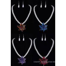 A jóia livre da pérola da promoção projeta a amostra livre disponível