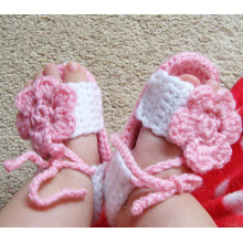 Handmade crochet baby shoes pink and white with flower