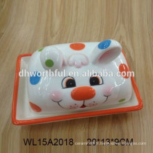 Plat à base de beurre en céramique peint à la main avec conception de lapin pour la vaisselle