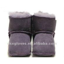 Zapatos púrpuras del invierno del bebé