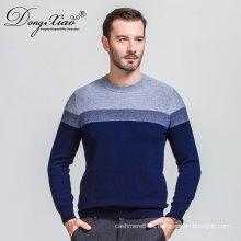 Suéteres de cuello redondo de lana tejida a mano de color azul para hombres