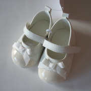 White Soft Sole Baby Leather Shoes With Bowknot