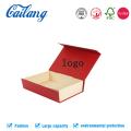 Коробка для одежды высокой конечности с привязанной лентой