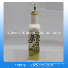 Botella de aceite de cerámica de alta calidad con estampado de aceitunas para vajilla
