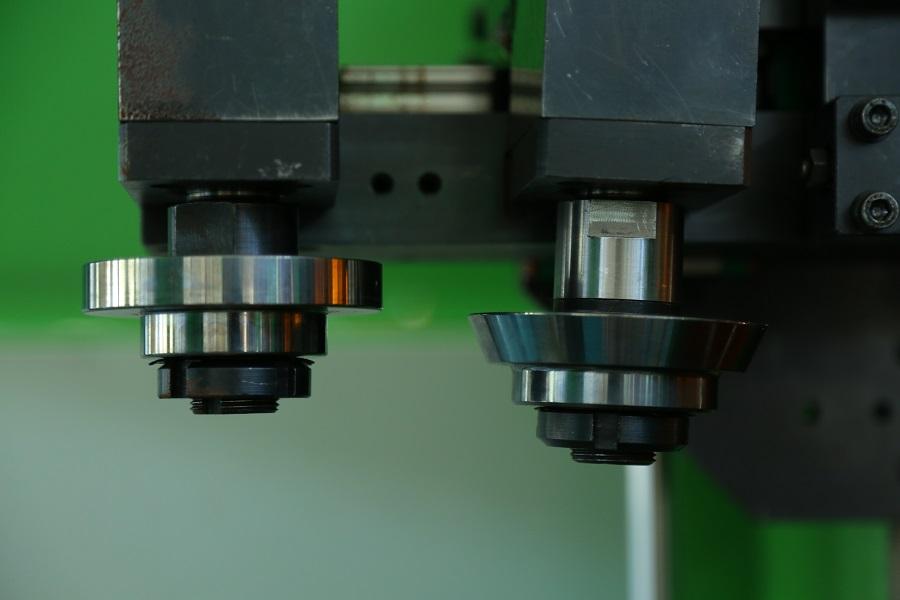 Intelligent roller flanging equipment