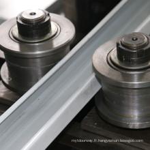 Rail de guidage de porte d'obturateur formant la machine