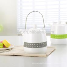 pot d'eau en céramique