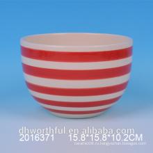 Красные и белые керамические чаши