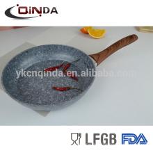 Sartén redondo recubierto de piedra de granito gris con mango de efecto de madera