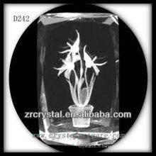 K9 belle fleur laser 3D à l'intérieur du bloc de cristal