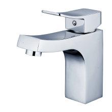 Sanitärkeramik Serie mit Becken Badewanne Bad und Küche 8887
