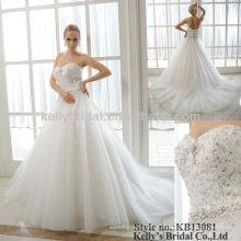 Vestido de noiva de pérolas pesadas e cristal