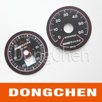 Panneau rond en métal imprimé et gravé pour voiture utilisé