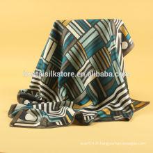 Bandana à encolure en soie imprimée à la main