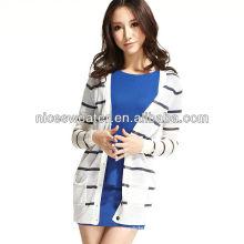 Suéteres largos blancos y azules de las mujeres rayados de las mujeres