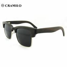 Gafas de sol de madera natural de la marca Cool.