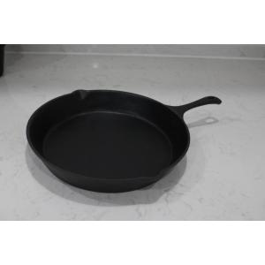 Cast iron frying pan for cooking