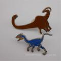 Personnaliser l'emblème dur d'insigne de Pin de revers d'émail de forme de dinosaure en métal