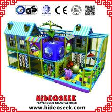 Petite aire de jeux intérieure pour garderie