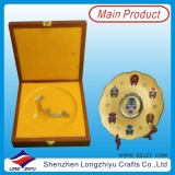Big Medallion Gold Plating Metal Plate with Wooden Box