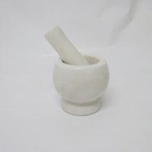 đá vữa lát đá cẩm thạch trắng và pestle