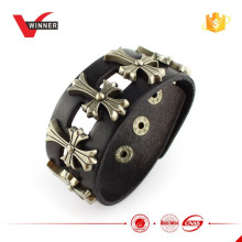 2015 Custom Wide Metal Studs Frauen Armband