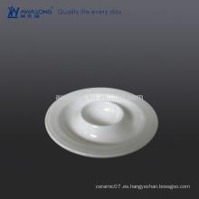 Taza de huevo de cerámica fina del diseño único, taza conveniente del huevo para el desayuno