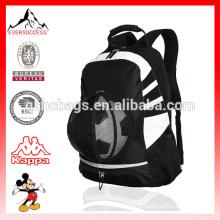 Le sac à dos de football de sac à dos de boule tient des chaussures, des crampons, des bouteilles d'eau réglables sangles