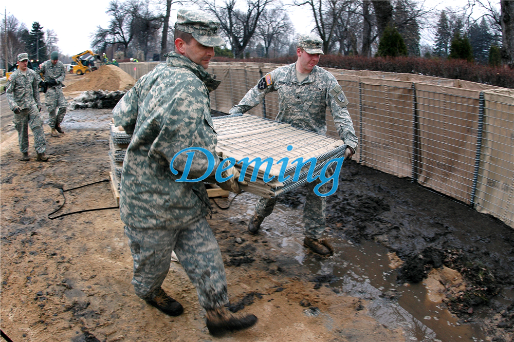 Flickr_-_The_U.S._Army_-_Building_Barriers