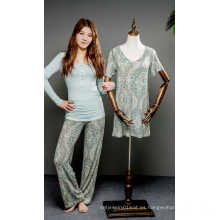 Pijama y camisón de viscosa con estampado de flores