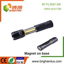 Venta al por mayor de la fábrica 4 * AAA funcionado con batería la mejor luz roja blanca de aluminio SOS funcionan la COB brillante 3w llevó la base magnética ligera del trabajo