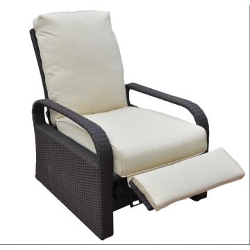 Structure en aluminium avec fauteuil inclinable en rotin