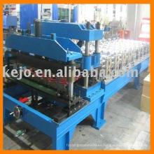 Azulejo de acero del color y presionando el rodillo que forma la máquina