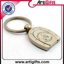 Porte-clés en émail plaqué or avec pierre