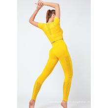 Haut court de fitness à manches courtes + leggings sans coutures