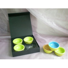 Tigela de cerâmica na caixa de presente