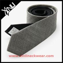 Cravates en laine de qualité supérieure